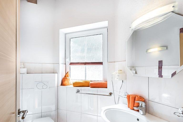 Apart Resort Relax Appartement Laurina Überdachte Terrasse Badezimmer Tageslicht