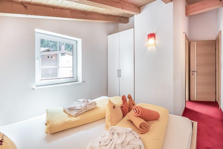 Apart Resort Relax Appartement Laurina Überdachte Terrasse Schlafzimmer mit extra Bad