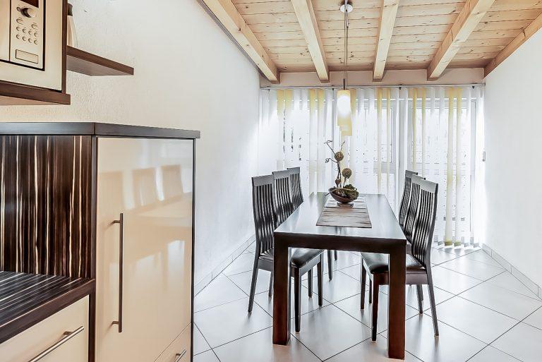 Patrizia_Küche_Wohnküche_Balkon_Längenfeld_Ötztal_Apart_Resort_Relax_Appartemet_Essbereich