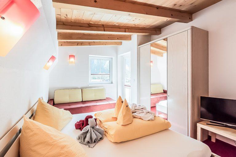 Patrizia_Schlafzimmer!_Balkon_Längenfeld_Ötztal_Apart_Resort_Relax_Appartemet